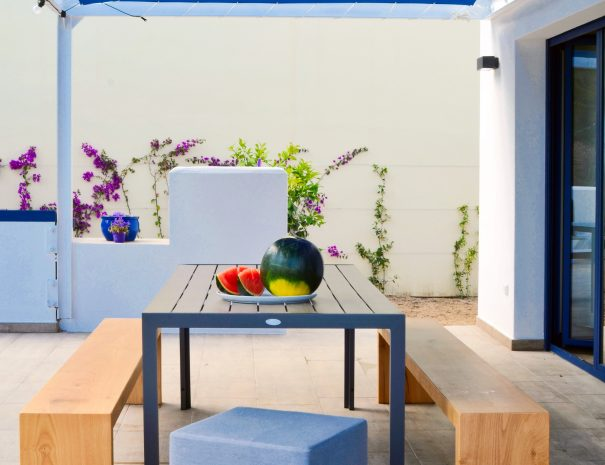 Mood_Outside_Table